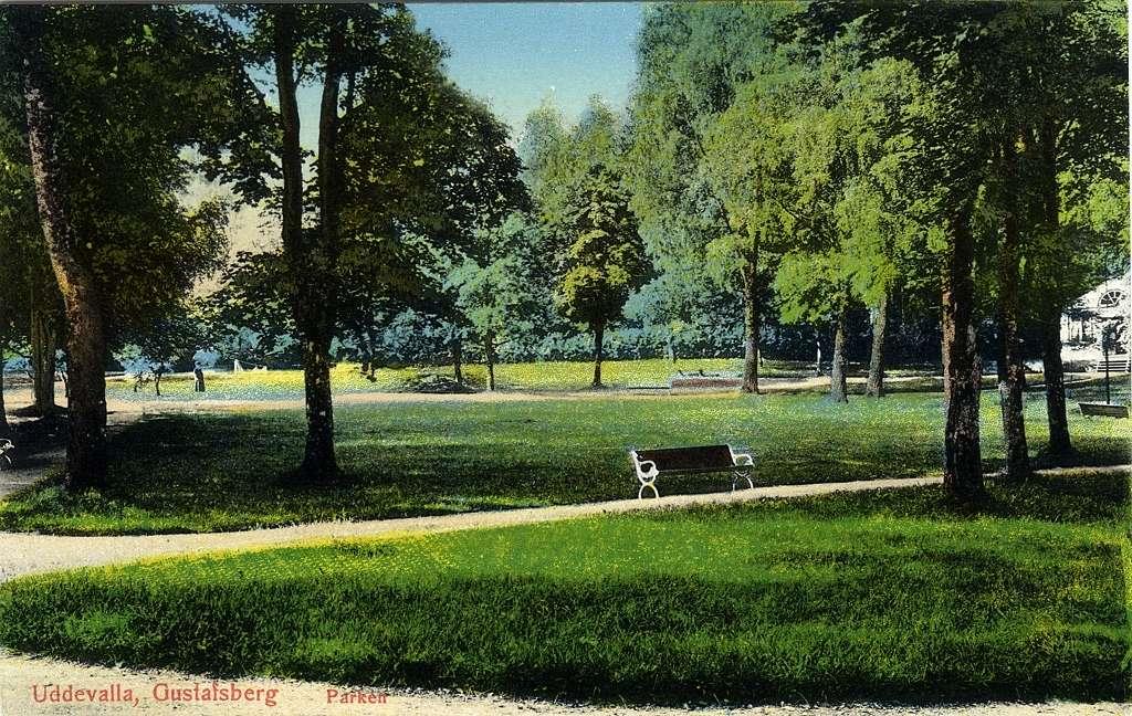 """Text till bilden: """"Uddevalla. Gustafsberg. Parken""""."""