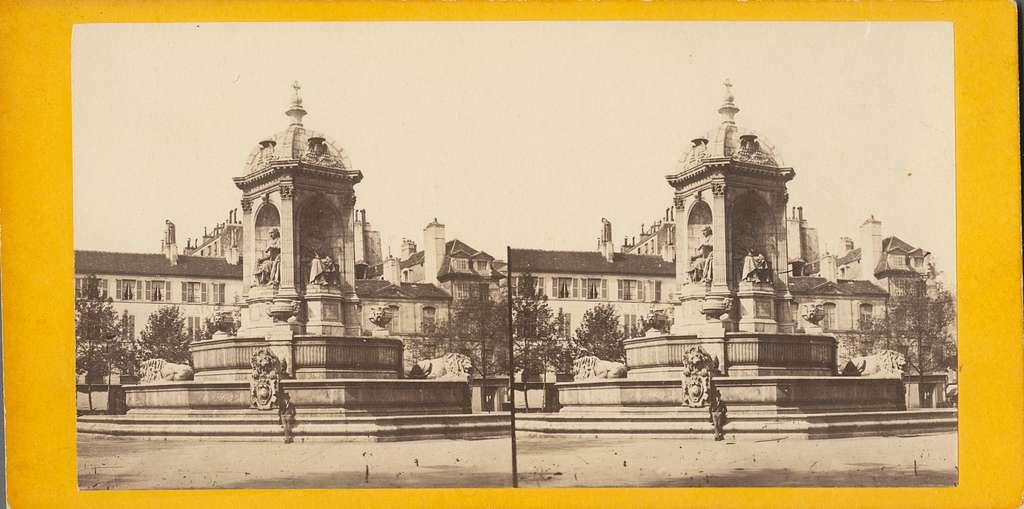 Stereobild med motiv av Fontaine Saint-Sulpice. Det är en monumental fontän vid Place Saint-Sulpice i Paris. De är konstruerad mellan 1843 och 1848 av arkiteken Louis Visconti, som även designade Napoleons grav.