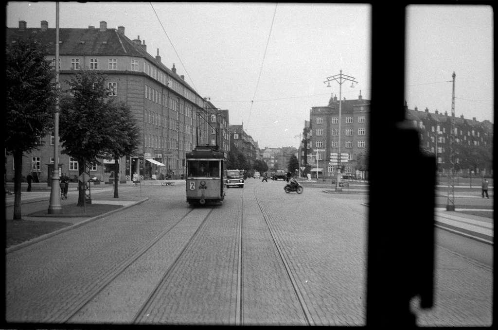 Århus Sporveje, ÅS spårvagn 11 på linje 2 vid Harald Jensens plads mot norr.