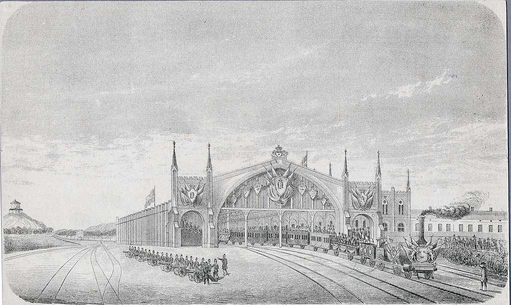 """Invigning av Göteborgs stationshus västra stambanan, litografi. Linjen Göteborg - Vårgårda - Falköping öppnad för trafik 5/10 1858. Ångloket """"Westergötland"""" med lokförare Bondesson. Kunglig vagn"""