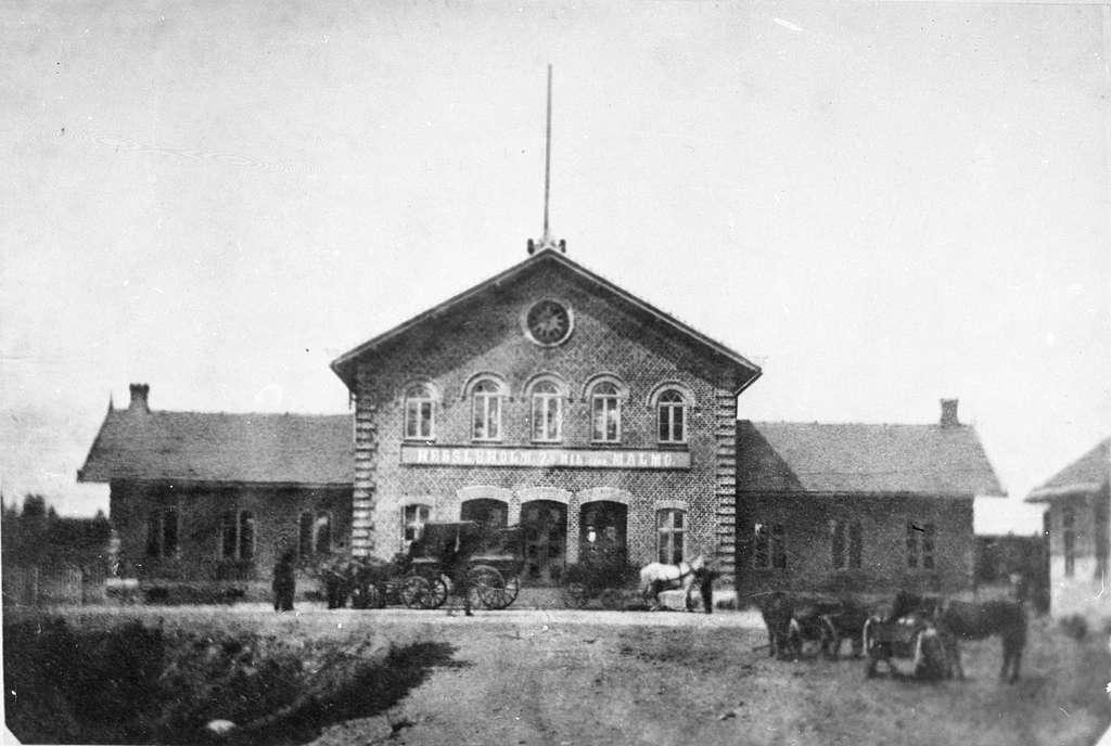 Äldsta stationshuset sett från gatusidan.