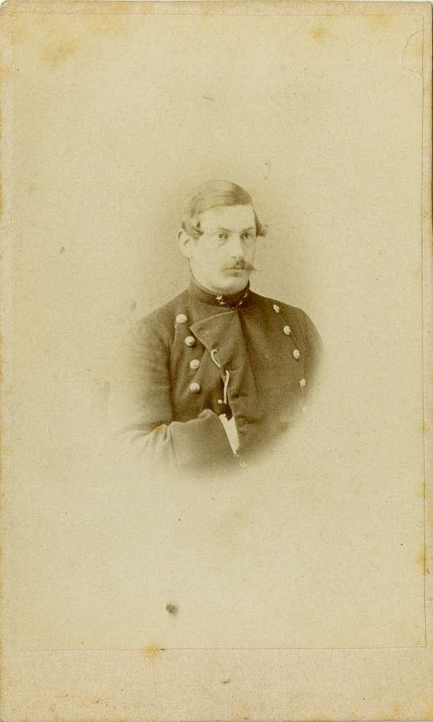 Porträtt av Gustaf Hugo Fröding, löjtnant vid Göta artilleriregemente A 2.Se även bild AMA.0007270.