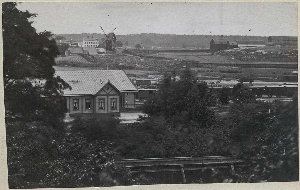 Utsikt från nr 14 Skaraborgsgatan söderut mot Södra Bantorget.