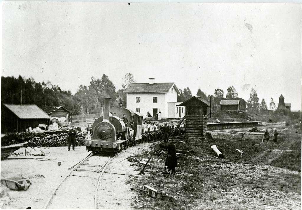 """Wessman - Barkens Järnväg, senare Smedjebackens Järnväg, SmbJ, lok 2 """"Wessman."""" Marnäs station senare ändrad till Ludvika."""