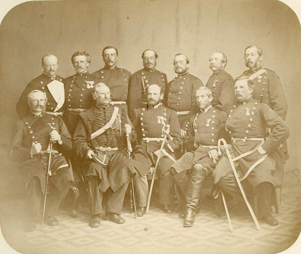 Grupporträtt av officerare från okänt kavalleriregemente, före 1878.