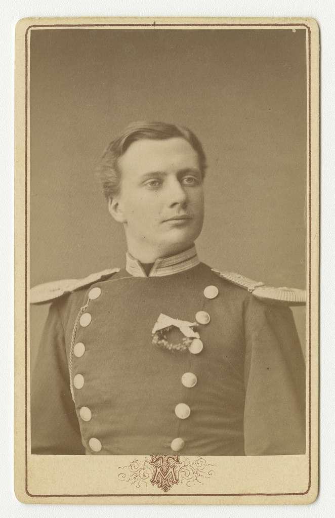 Porträtt av Folke Adolf Iwan Egerström, officer vid Andra livgrenadjärregementet I 5.Se även bild AMA.0002148 och AMA.0009437.