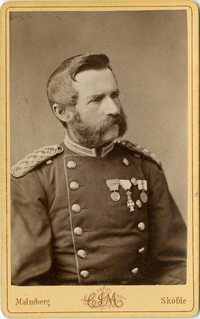 Porträtt av Carl Otto Övergaard, kapten vid Skaraborgs regemente I 9.Se även bild AMA.0002185 och AMA.0021980.