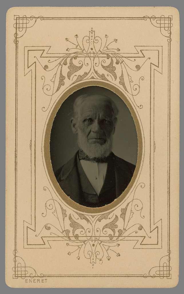 Porträtt av kamrer Nils Magnus Winnerstrand. Född i Rök socken 1804 kom han att framleva större delen av sitt liv i Linköping. Från 1848 gift med Maria Christina Hagberg. Paret kom att äga gården S:t Kors nr 18, i hörnet av Apotekaregatan och Nygatan. Han blev änkling 1868, och kom att leva som sådan i ytterligare 20 år.