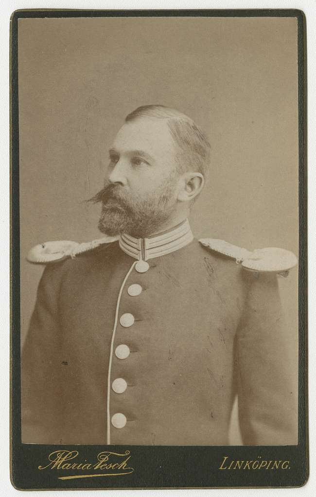 Porträtt av Fabian Carl Lundvall, officer vid Första livgrenadjärregementet I 4.Se även bild AMA.0007927.