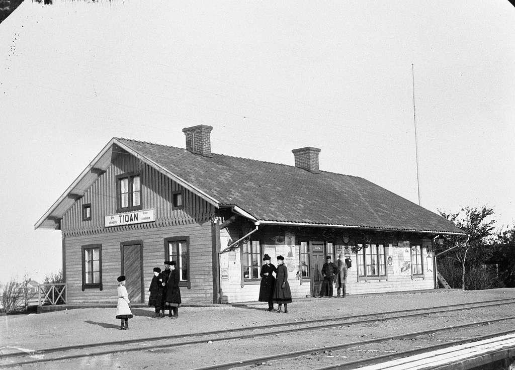 Station togs i bruk 1875.