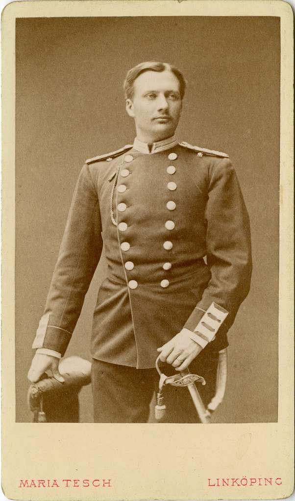 Porträtt av Folke Adolf Iwan Egerström, officer vid Andra livgrenadjärregementet I 5.Se även bild AMA.0002147 och AMA.0002148.