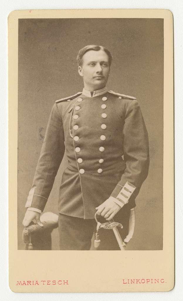 Porträtt av Folke Adolf Iwan Egerström, officer vid Andra livgrenadjärregementet I 5.Se även bild AMA.0002147 och AMA.0009437.