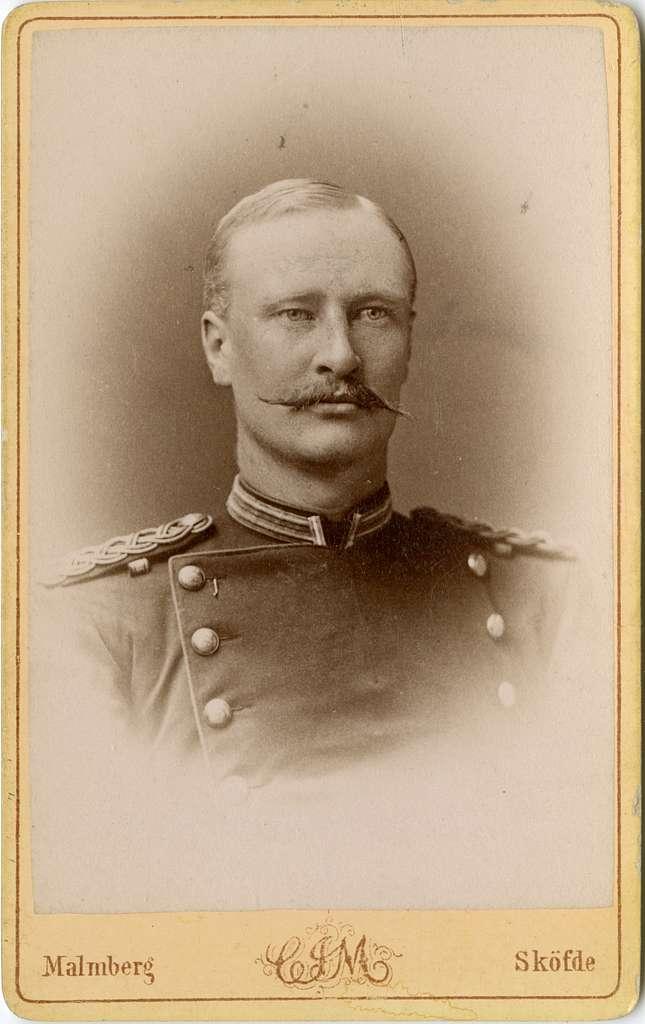 Porträtt av Johan Gustaf Hjalmar Gardtman, officer vid Upplands regemente I 8.Se även bild AMA.0007430 och AMA.0009067.