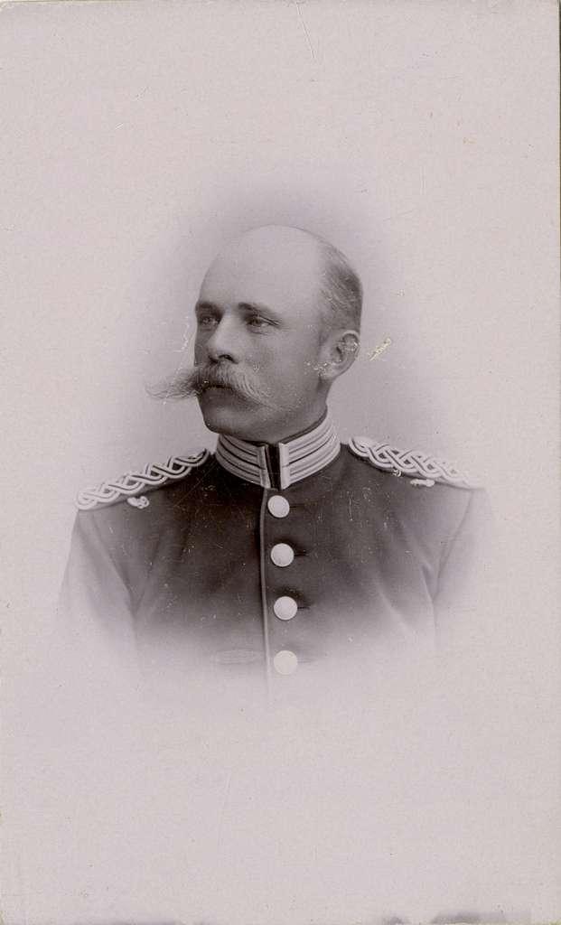 Porträtt av Karl Fredrik Malmborg, kapten vid Andra livgrenadjärregementet I 5.Se även bild AMA.0005557 och AMA.0009530.