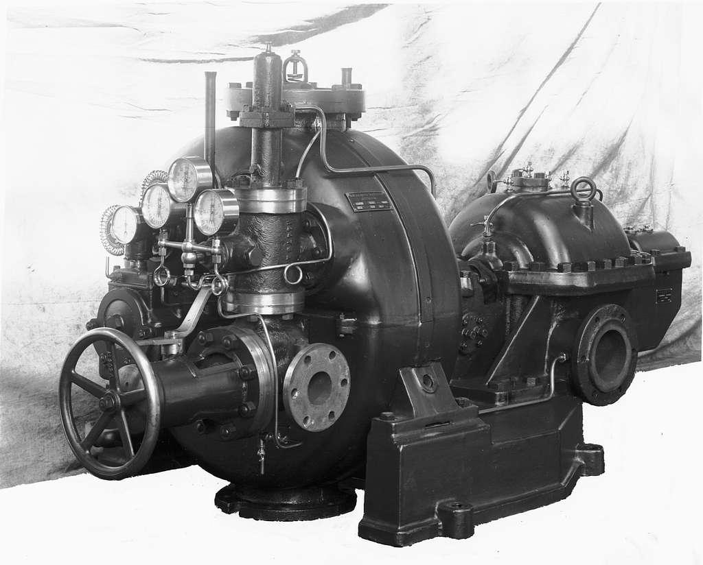 Växelströmsgenerator, konstruerad av Magnus Beckman, Söderbylund, Skövde, och byggd 1889. Brandskadad.