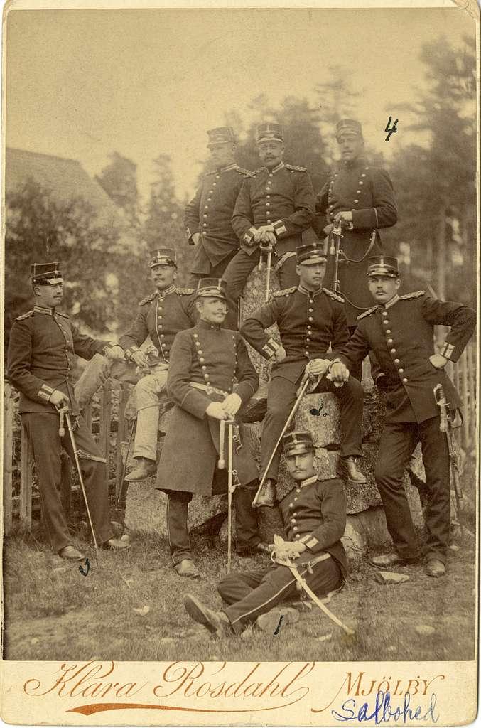 Grupporträtt av officerare vid Västmanlands regemente I 18 på Salbohed 1892.för namn, se bild nr. 2.