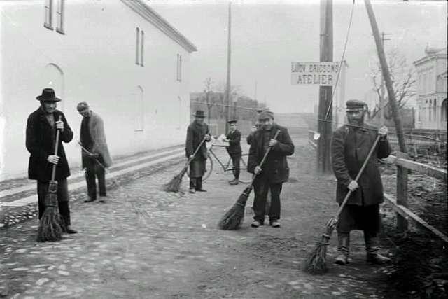Gatsopare, Dotorpsgatan omkring 1893.