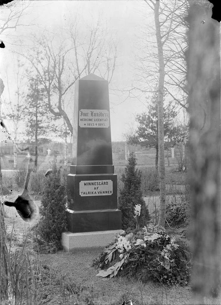 Ivar Lundbergs gravvård på Uppsala gamla kyrkogård, Uppsala, sannolikt 1890-tal