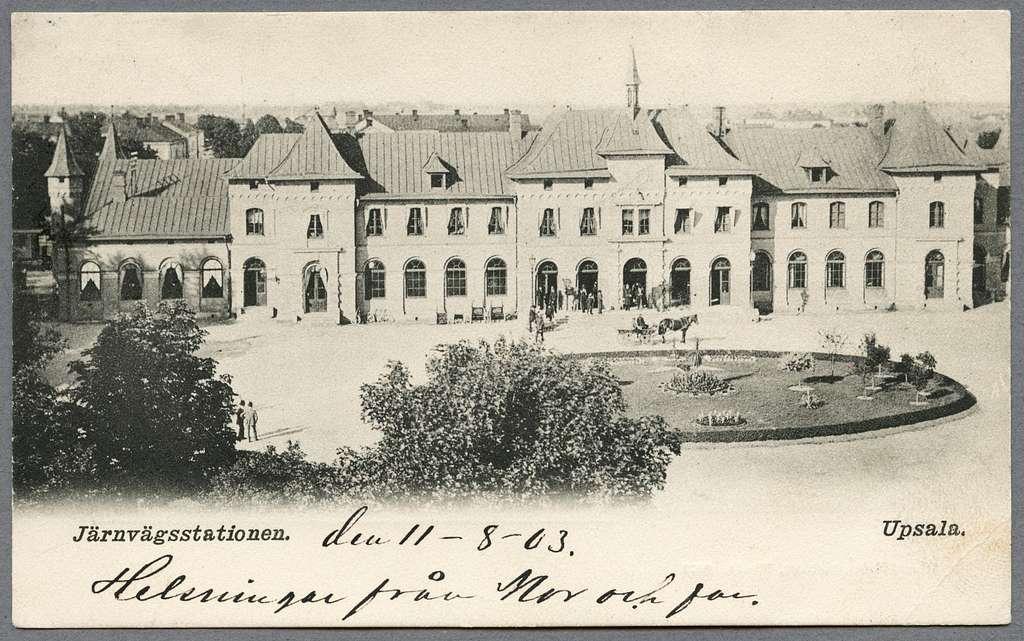 Centralstationshuset från gatusidan i Uppsala.