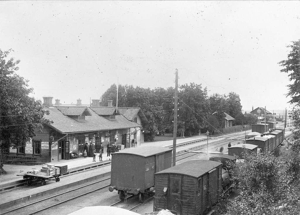 Stationen anlades 1862. Envånings stationsbyggnad i trä. Mekanisk växelförregling.