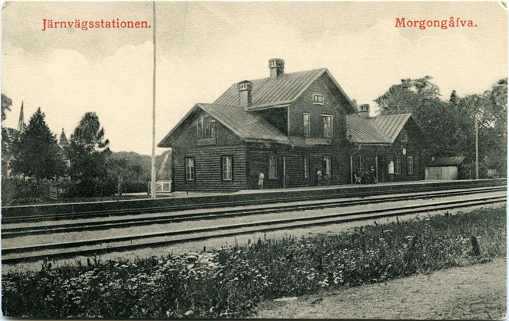 Stationen uppfördes 1872 . Stationshuset rivet och ersatt med ett nytt på 1950-talet. Stationen öppnad för allmän trafik 22.12.1873 .