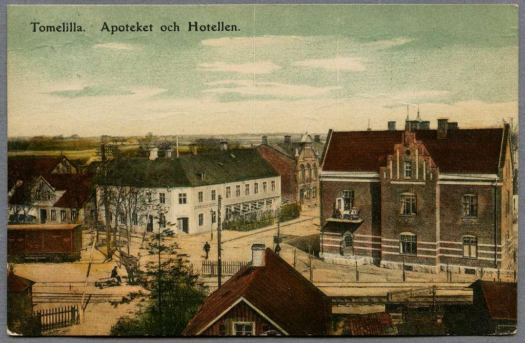 Apotek och hotell i Tomelilla.