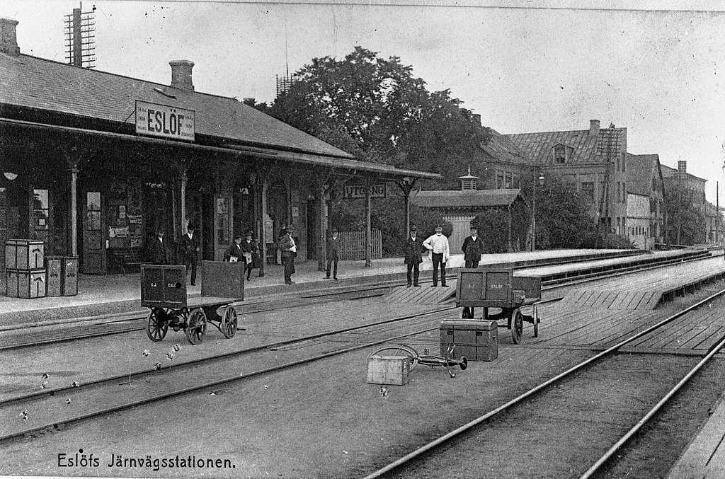 Eslöv gamla järnvägsstation, ersatte 1866 den ursprungliga stationen från 1858. Revs 1914 i samband med byggnationen av en nytt stationshus.