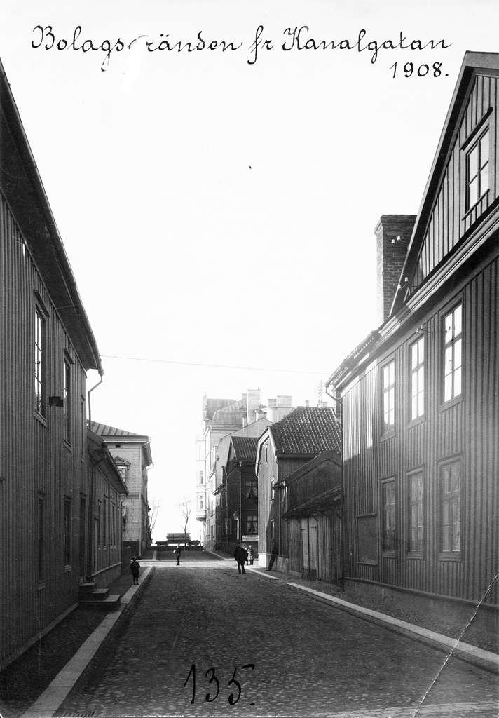 Bolagsgränd mot norr från Kanalgatan i Jönköping, år 1908.