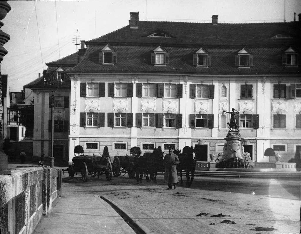 Skioptikonbild med motiv från Donaueschingen.Bilden har förvarats i kartong märkt: Resan 1908. Donaueschingen 7. XV.En stor del av staden förstördes i en brand 1908.