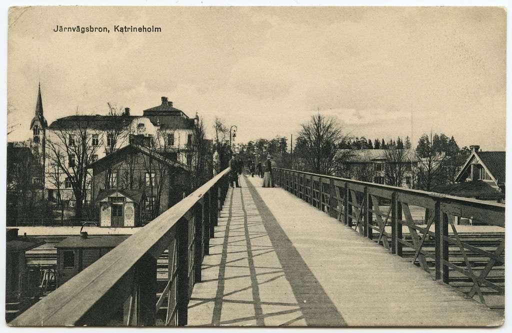 Gångbron över bangården på Katrineholm station.