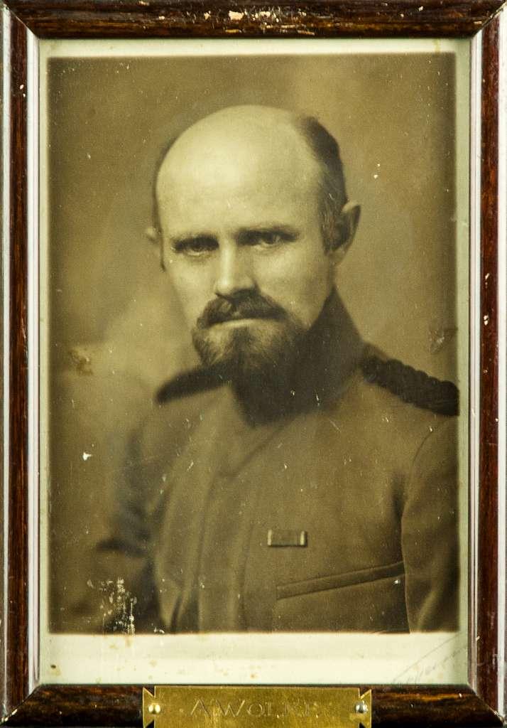 Porträttfotografi av militären A. Wolke, kompaniofficer på F 3 Östgöta flygflottilj.