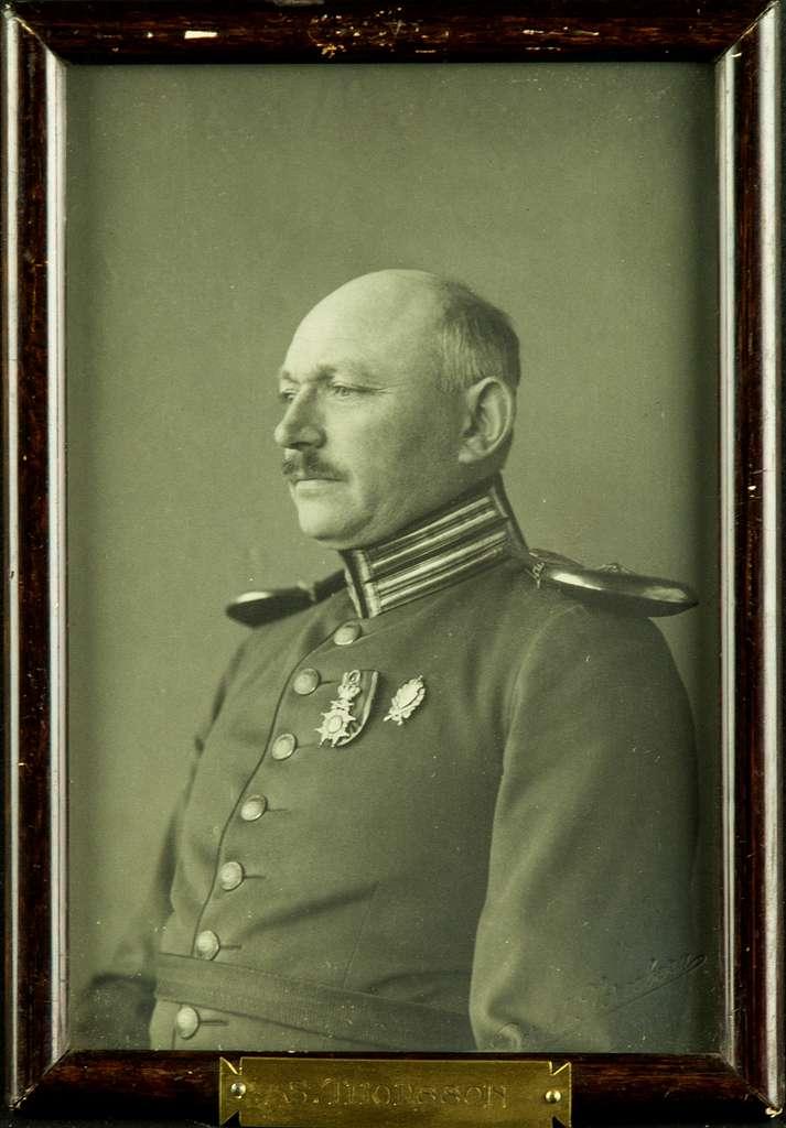Porträttfotografi av militären S. Thorsson, kompaniofficer på F 3 Östgöta flygflottilj.