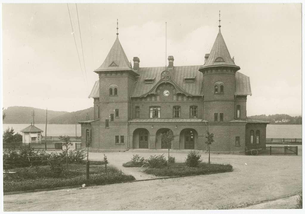 Västra Centralbanans Järnväg, VCJ, Stationshuset från gatusidan.