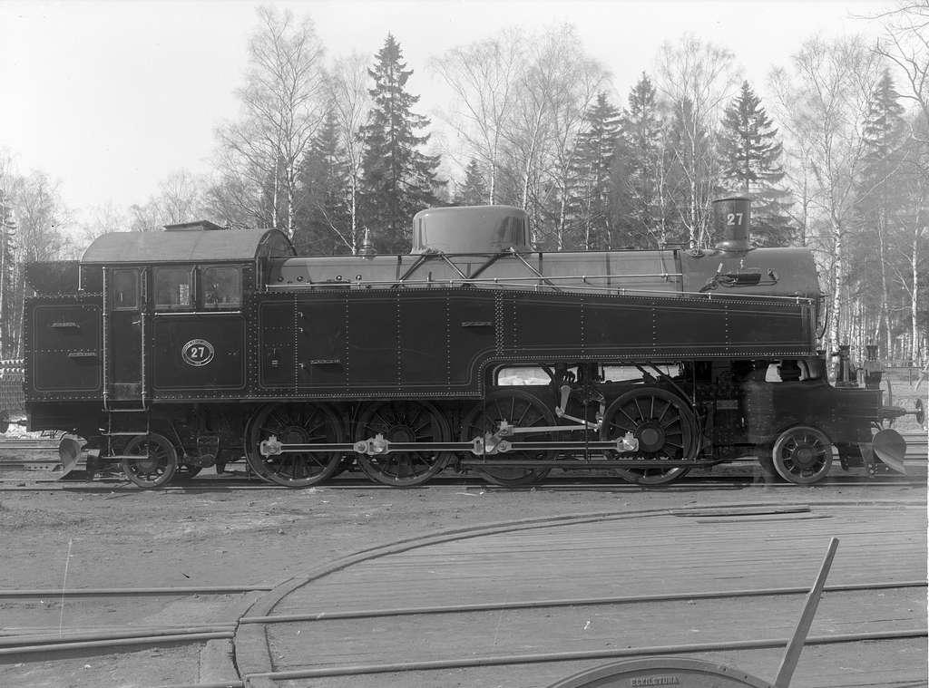 UGJ J 27. Loket tillverkades av Motala Verkstad.  Såldes 1933 till Sveriges Järnvägar, fick littera  SJ Oke,N2   1519. Skrotades 1979. Leveransbild.