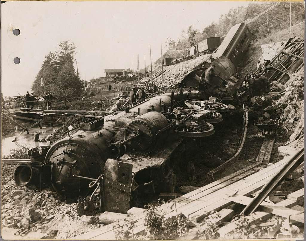 Olycksplatsen i Getå där Statens Järnvägar, SJ F 1200 och SJ ABo3 2466 har rasat nedför slänten. Olyckan orsakades av ett jordskred den 1 oktober 1918.