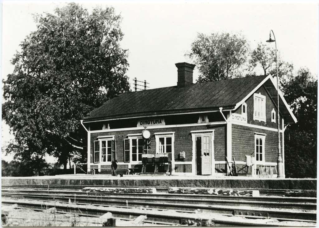 Dingtuna järnvägsstation.