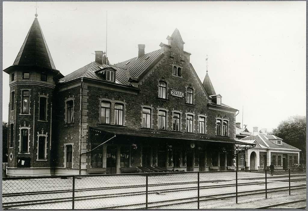 Skara station.