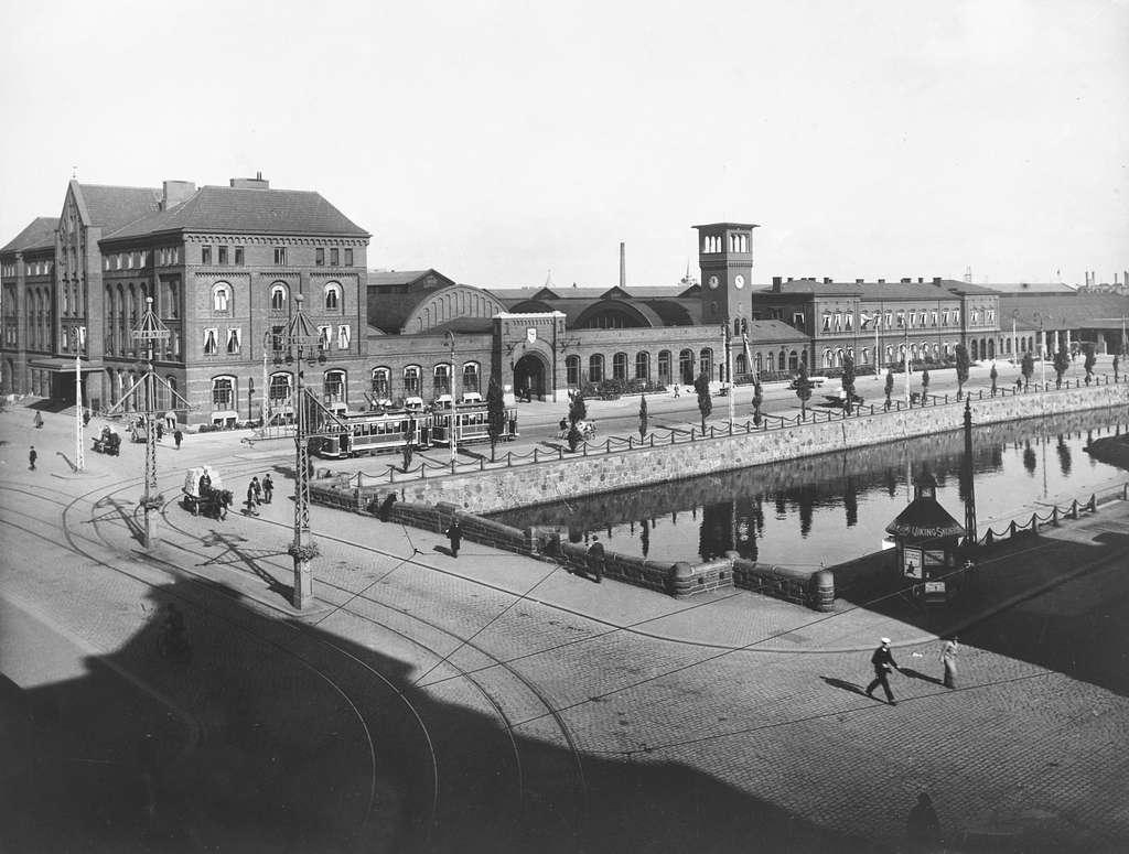 Malmö centralstation, gatusidan.