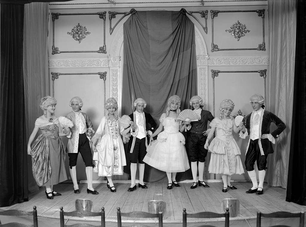 Föreställning i Fredrika Bremer förbundets regi. Framträdandet skedde i Stora hotellet i Linköping 1925.