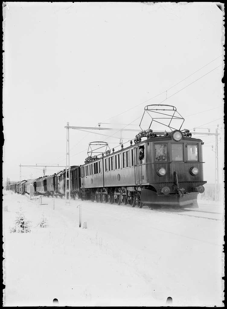 Statens Järnvägar, SJ Pb 53 och SJ Pb 52 med blandat  tåg.