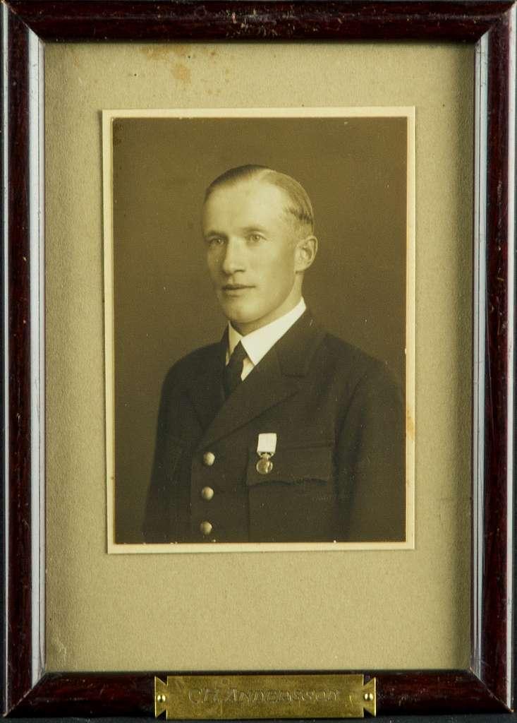 Porträttfotografi av militären C.H. Andersson, kompaniofficer på F 3 Östgöta flygflottilj.