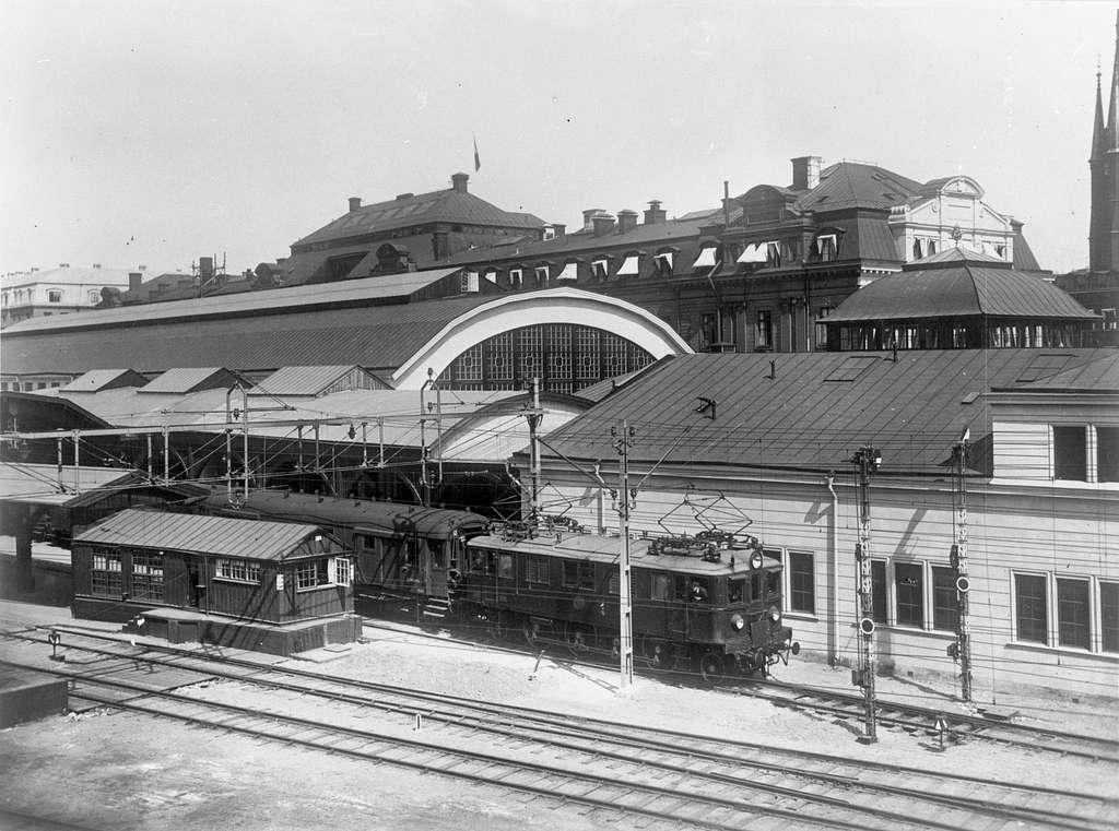Statens Järnvägar, SJ D-lok väntar på avgång från Stockholm Central.
