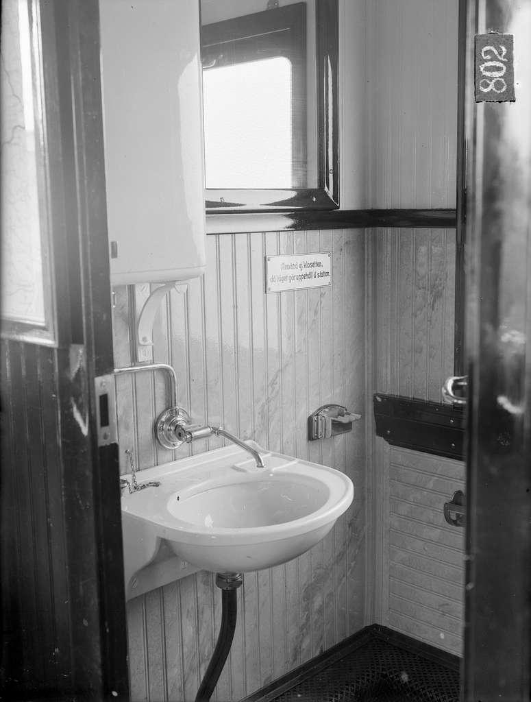 Norsholm - Västervik - Hultsfreds Järnvägar, NVHJ BCo 3. Vagn byggd i Linköping 1928.  Tvättställ.