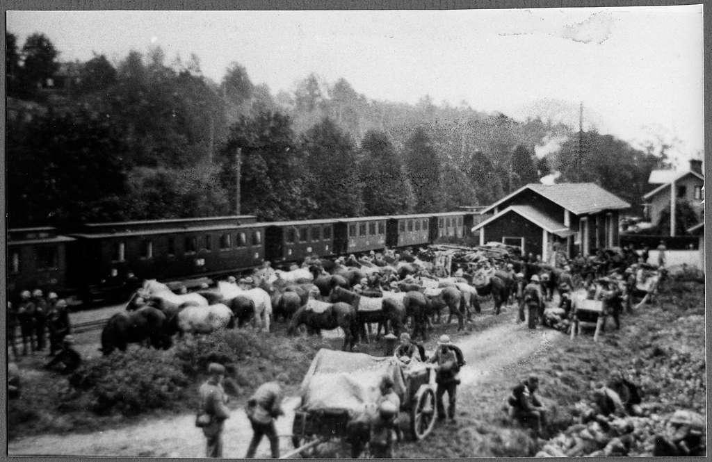 Militärer vid Verkebäck station för en övning.