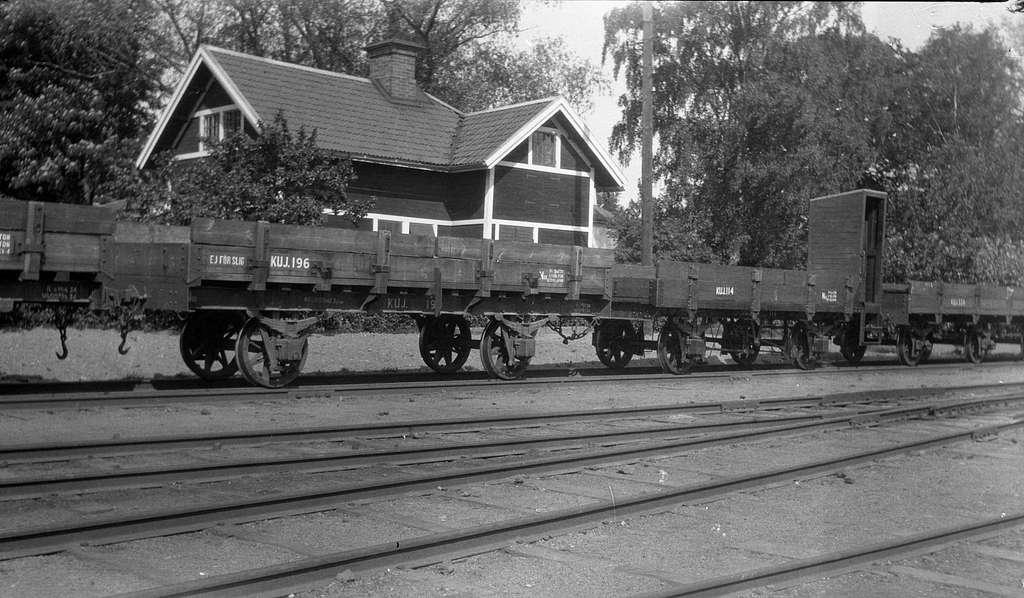 Köping-Uttersbergs Järnväg. KUJ  Nm 196 och 114