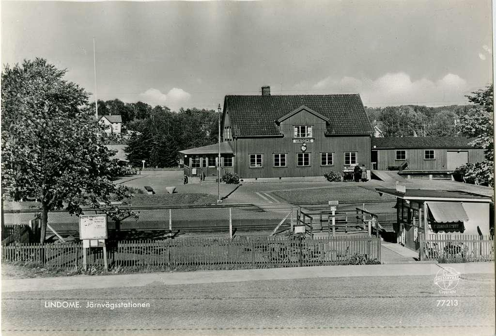 Stationshuset och Pressbyråns kiosk.