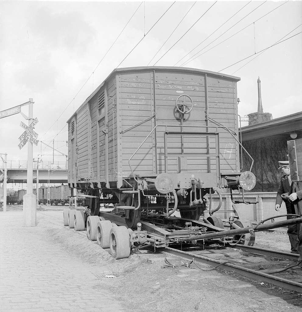 Släpvagn för transport av godsvagn.