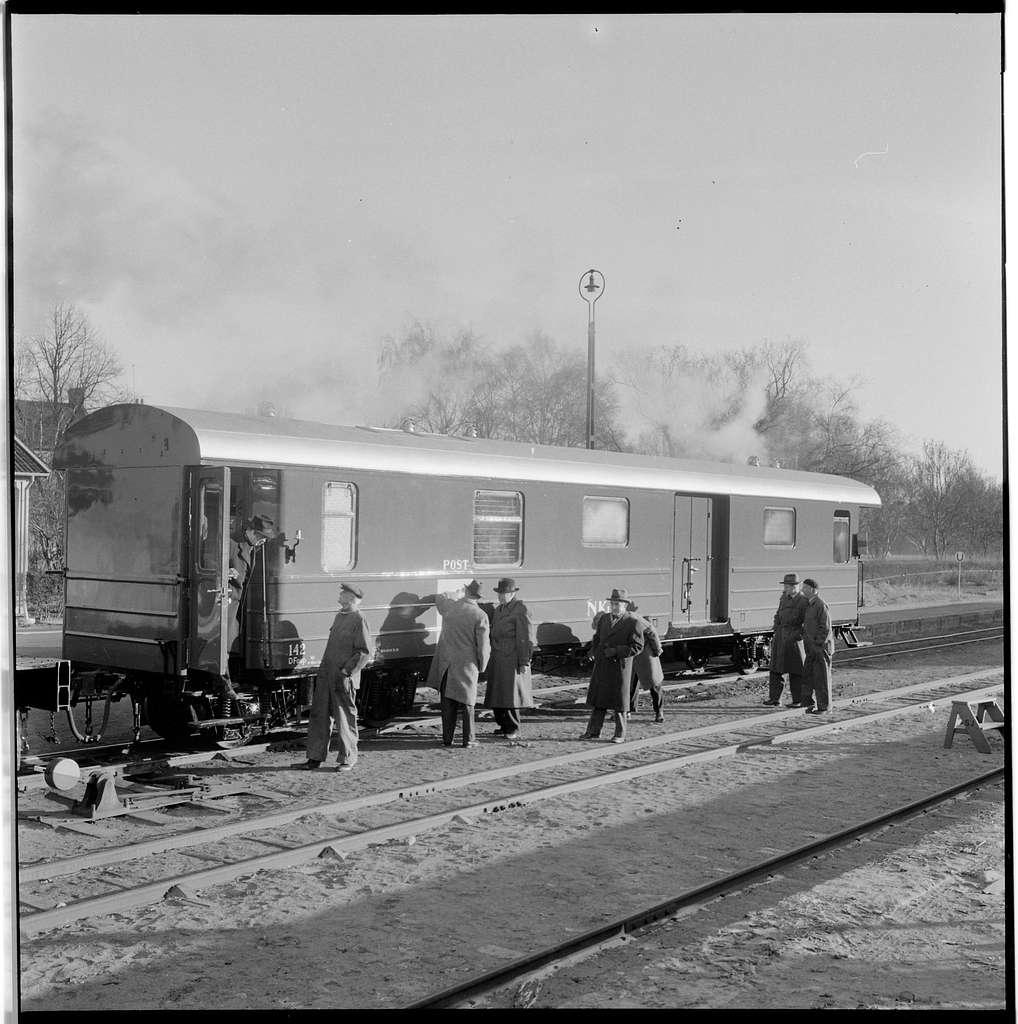 Postvagn vid Kalmar Västra station.