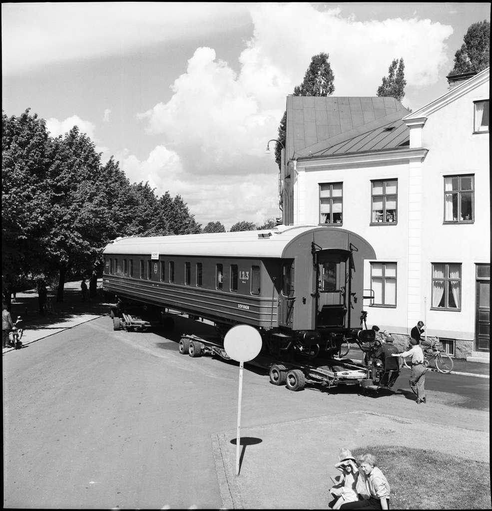 Vagnbjörntransport, Kalmar. Vagntransport från Kalmar Verkstad. Vagnbjörn är en anordning på vilken man lastar en järnvägsvagn för vidare befordran på landsväg till exempelvis industri som saknar järnvägsförbindelse.