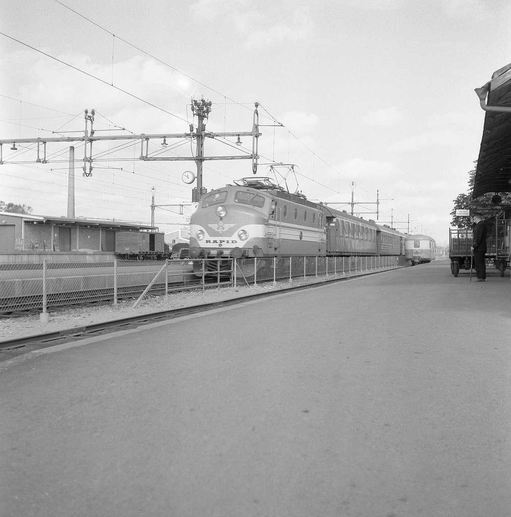 Statens Järnvägar SJ Ra 993 med Öresundspilen.Tågklarerare Uno Bogren.